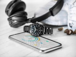 Alpina_Comtesse_Horological_Smartwatch_AL-281BS3V6B_PR_1